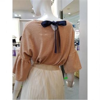 [온앤온] W몰 백 리본 소매 프릴 티셔츠 JZ9AE210